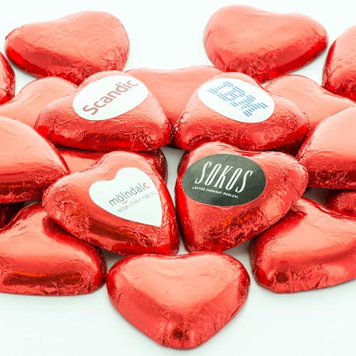 röda chokladhjärtan med etikett