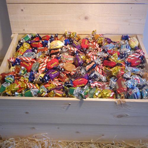 Trälådor-fyllda med godis. Från 1,5 till 14 kg.