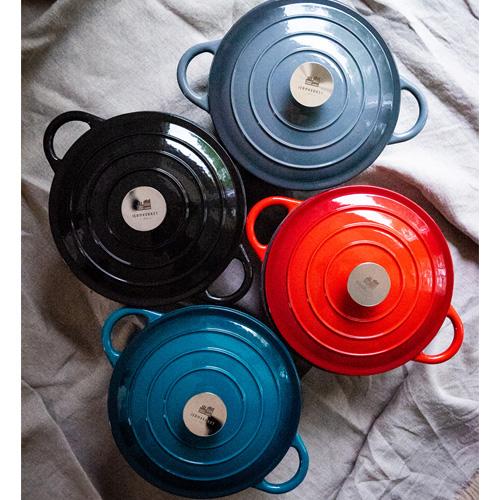 Gjutjärnsgryta i fyra glada färger